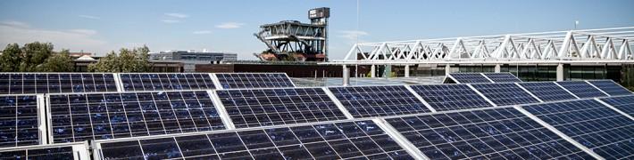 dieUmweltDruckerei speist durch eigene Solarmodule Sonnenenergie ins öffentliche Stromnetz