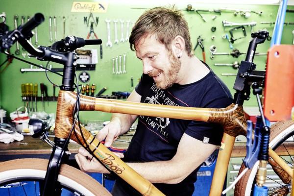 Die Endfertigung vom Bambus-Fahrrad in Kiel