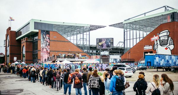 Die Millerntor Gallery von Viva con Agua am Millerntor-Stadion in Hamburg