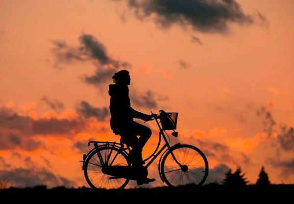 Fahrrad vor Sonnenuntergang