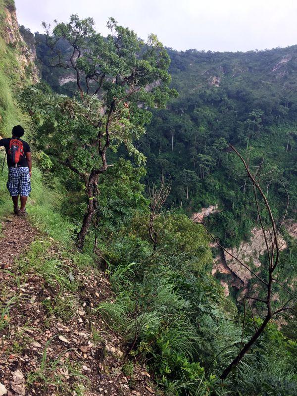 Weg zum Wasserfall in Togo